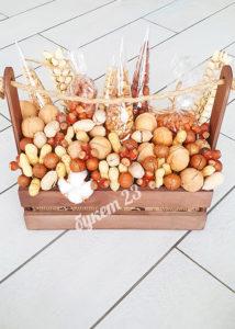 Ореховый букет в ящике