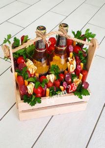 Мужской букет 2 пива в ящике с колбасками и сырами
